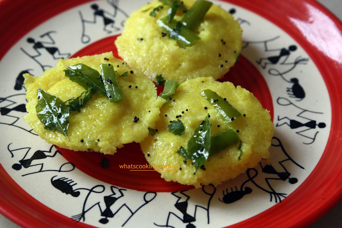 Suji Dhokla - semolina dhokla, vegetarian, breakfast, snack, kids school lunch box, tiffin ideas, Indian, Healthy