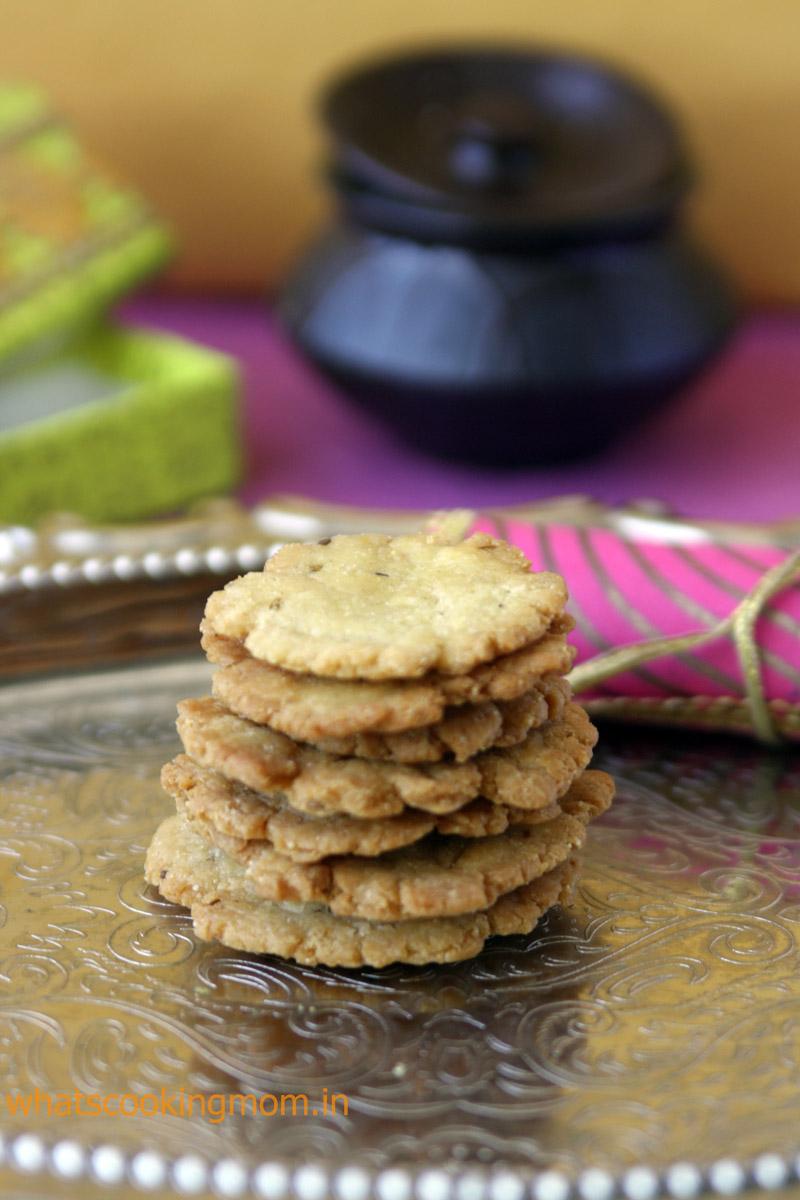 Achaari Mathri - fried snack, diwali snacks, festival snacks, indian
