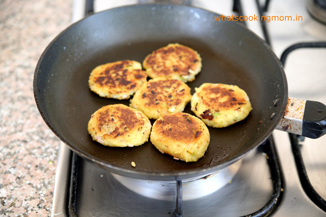 poha tikki - aloo tikki made with left over poha. healthy, Indian, Vegetarian, snack, breakfast, school lunch box ideas, kids tiffin